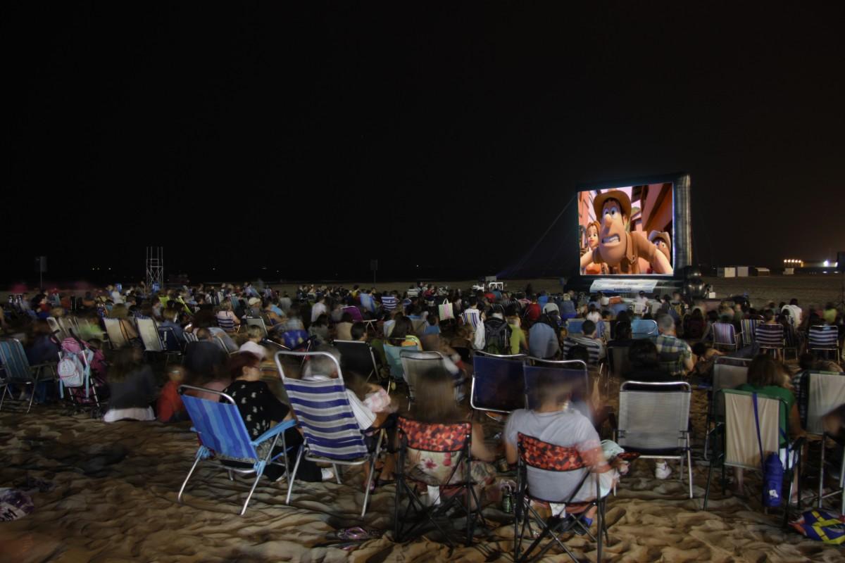 Cartelera cine de verano en la playa de Valencia