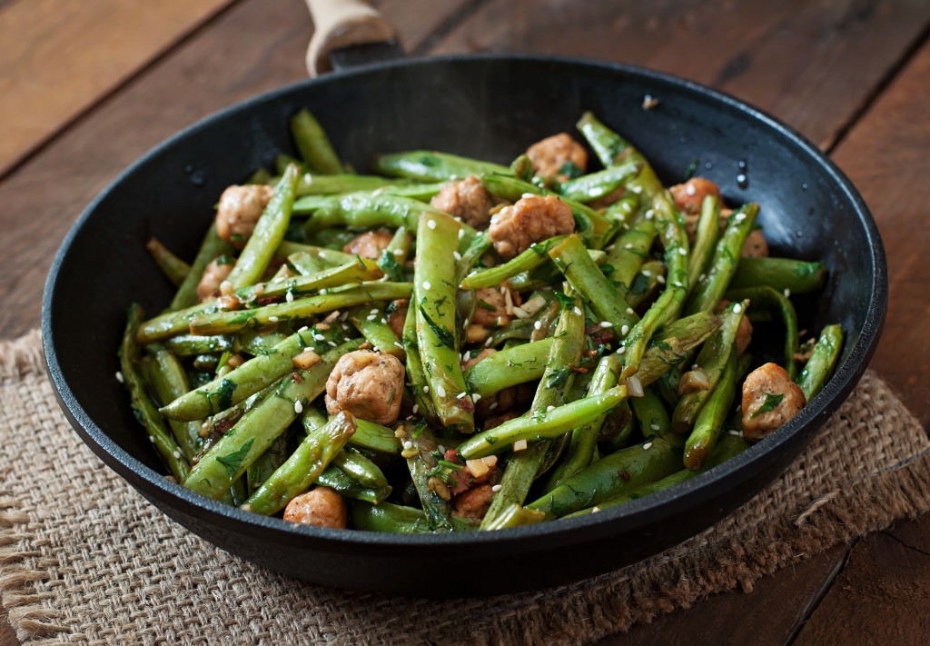 green-beans-fried-with-chicken-meatballs-and-P5KTKP3